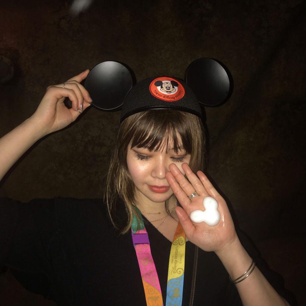 ディズニーリゾートで手の上にミッキーが作れる?!