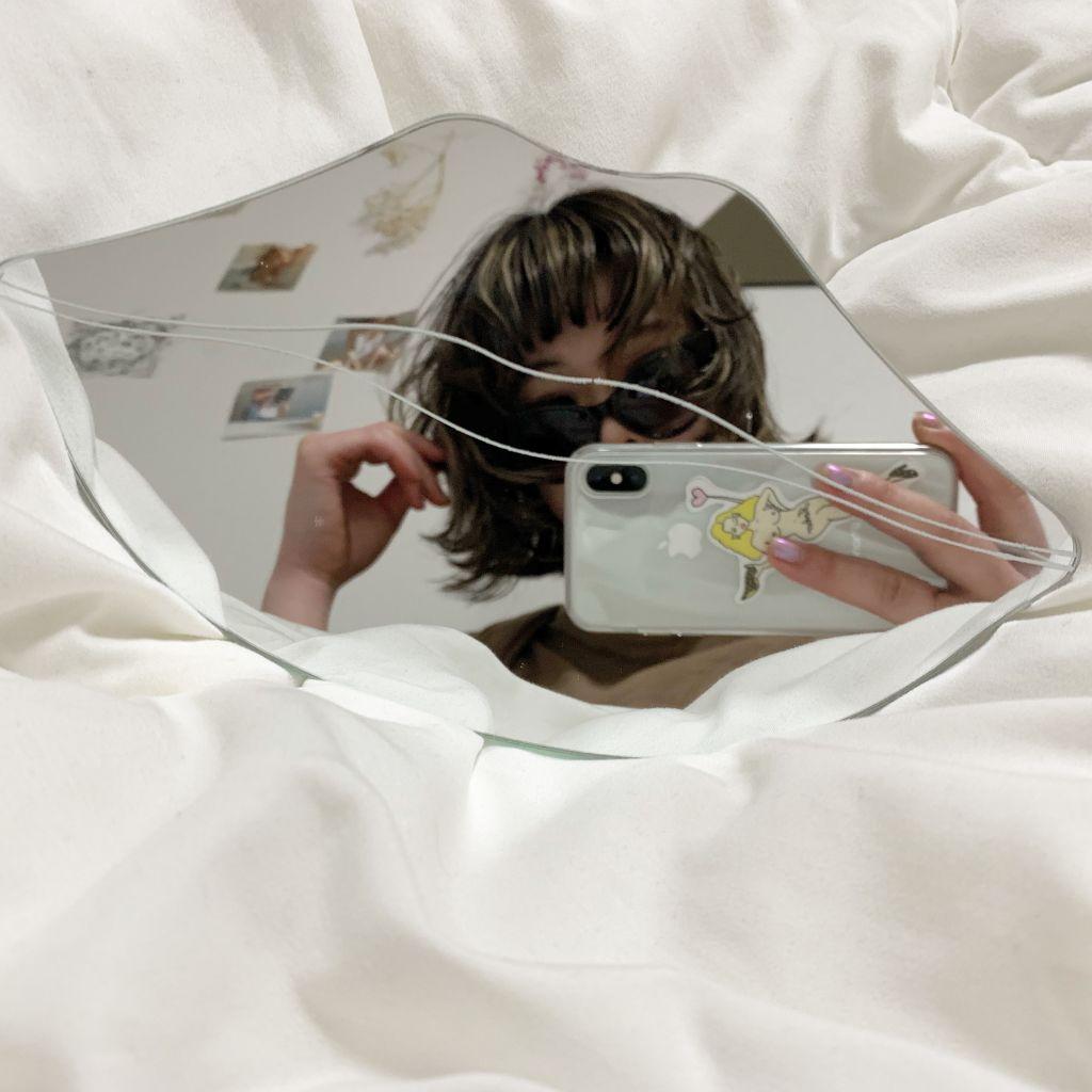 新生活!お洒落なリップ型の鏡でお洒落なお部屋作りしてみない?