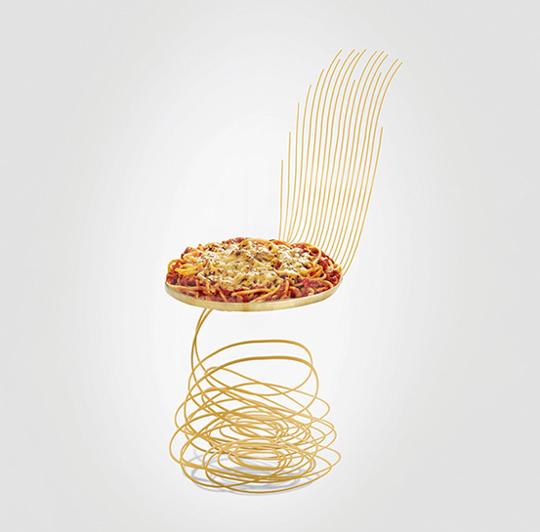 見ているだけでお腹がすいてくる!?ピザやパスタがモチーフの奇抜すぎる椅子!