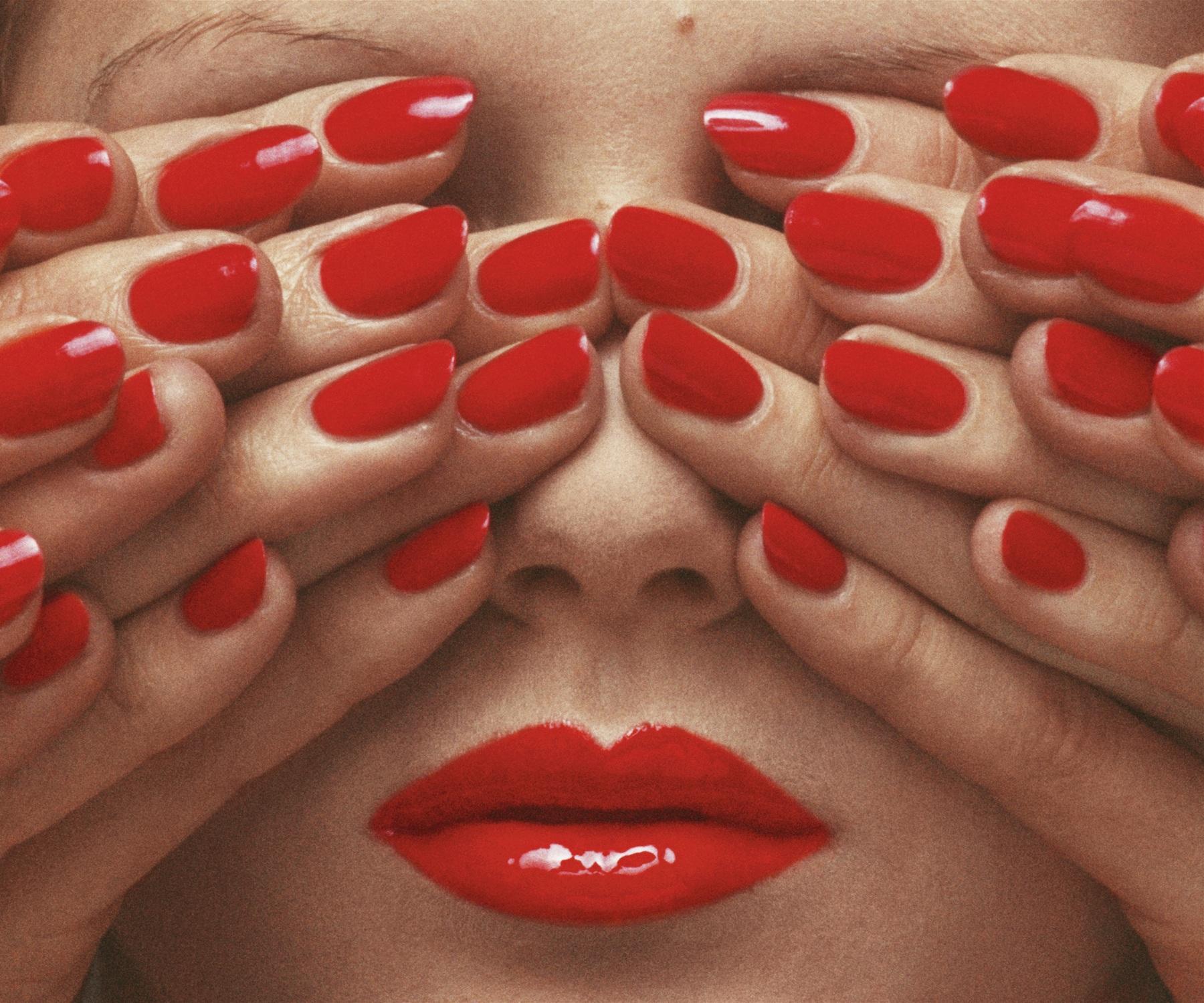 3.-Vogue-Paris-May-1970-©-Guy-Bourdin