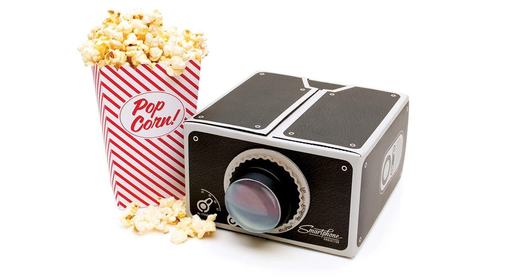 iPhoneで自宅を映画館に!DIYでスマホ用のプロジェクターが作れる!