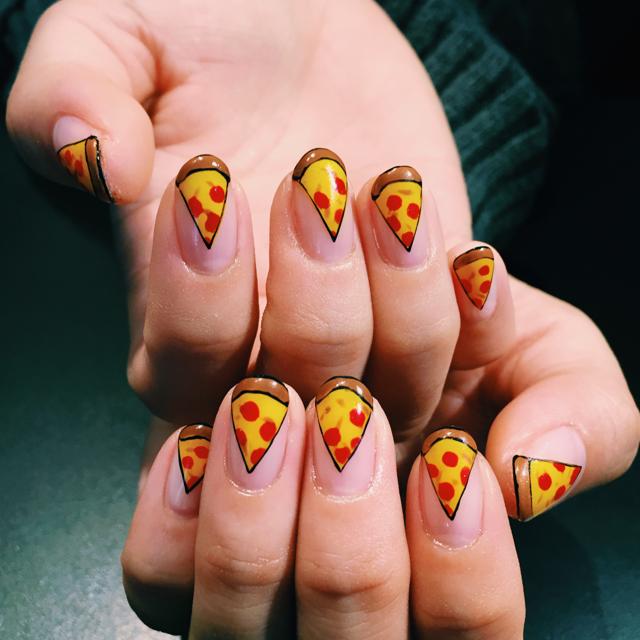 【9月のネイルは #PIZZA!おもちゃっぽいピザネイルがかわいい】 #PIZZANAIL