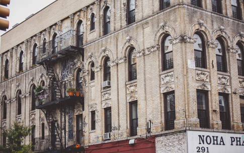 0_4200_84_2716_two_nyc-fire-escape-apartments-tam55