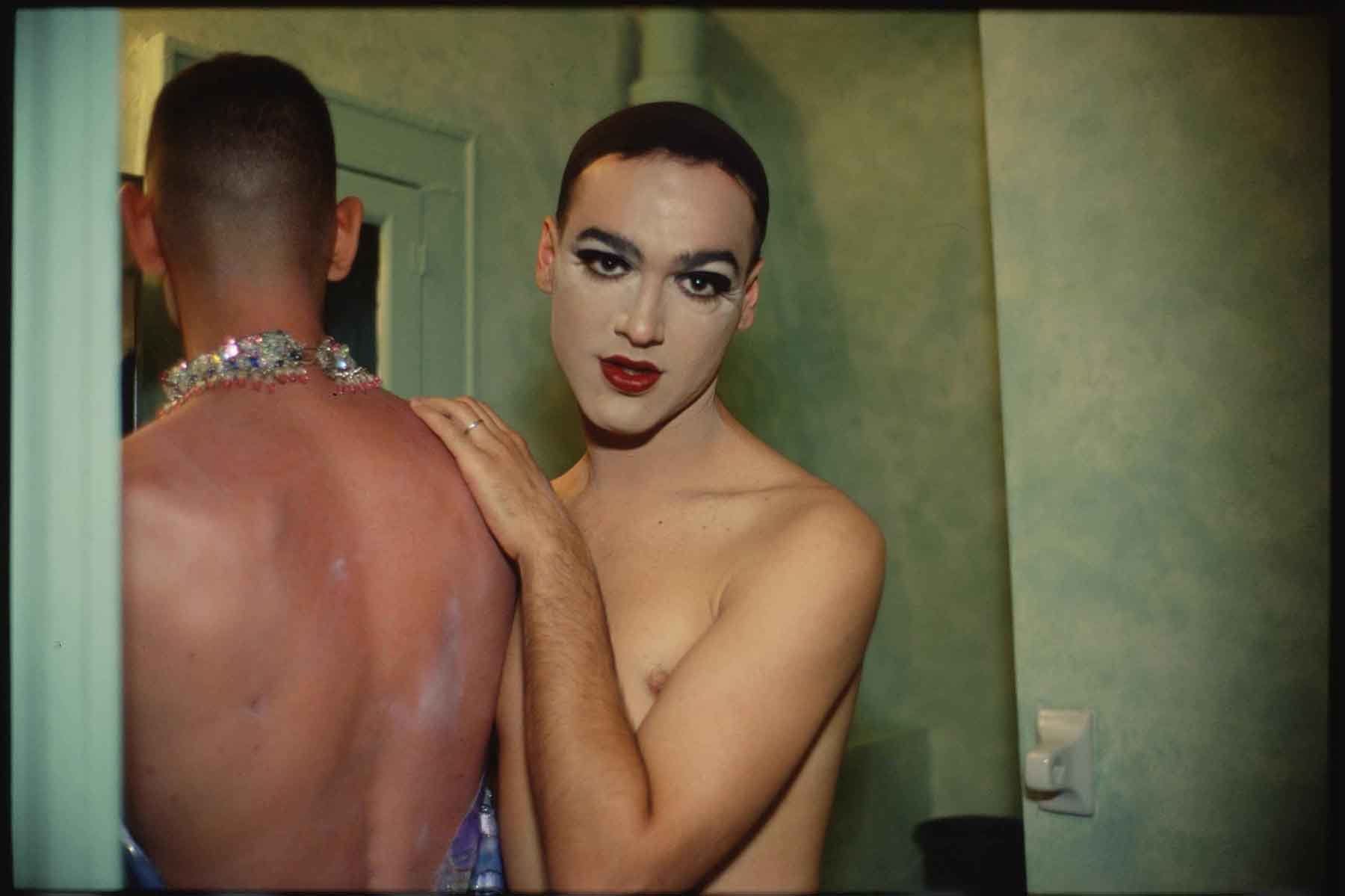 Jimmy_Paulette_and_taboo_in_the_bathroom