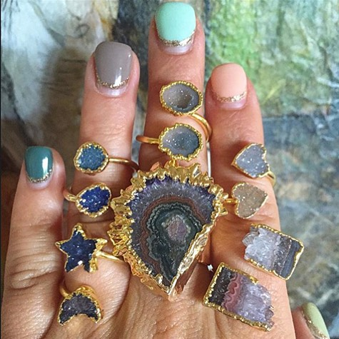 """女心をくすぐるデザイン。宝石箱をひっくり返したような""""Leslie Francesca""""のアクセサリーを紹介"""