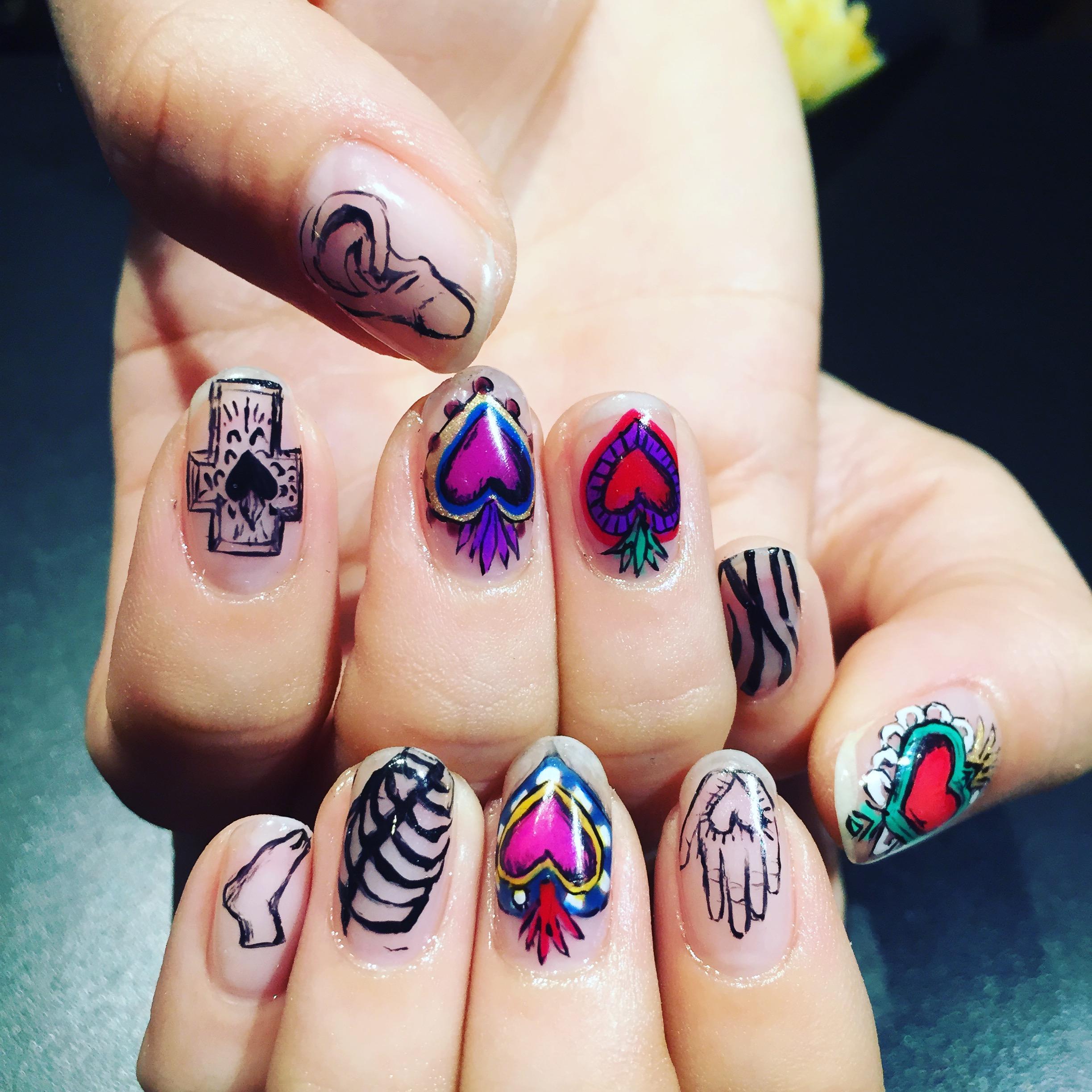 """愛のシンボルをモチーフにした夏ネイル """"Mexican nail"""" #nail #nailart"""