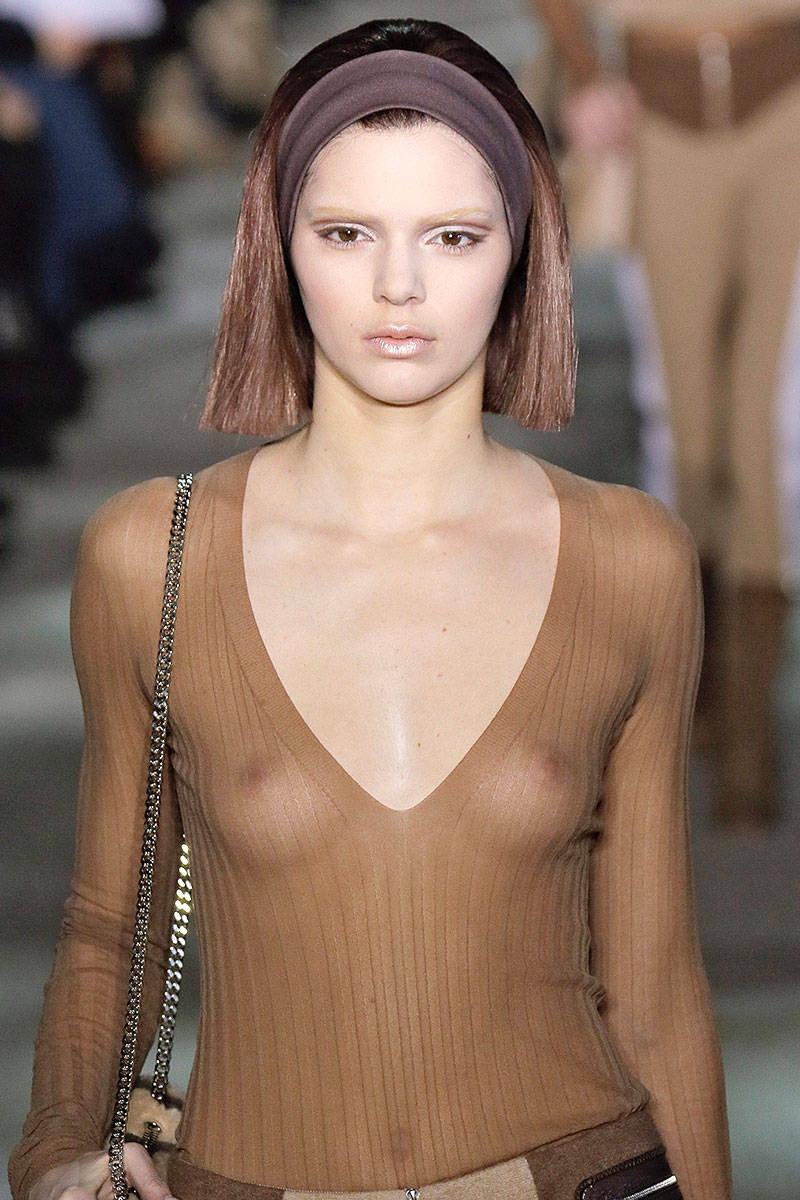 hbz-fw2014-hair-trends-sleek-strands-05-marc-jacobs-469295961-lg