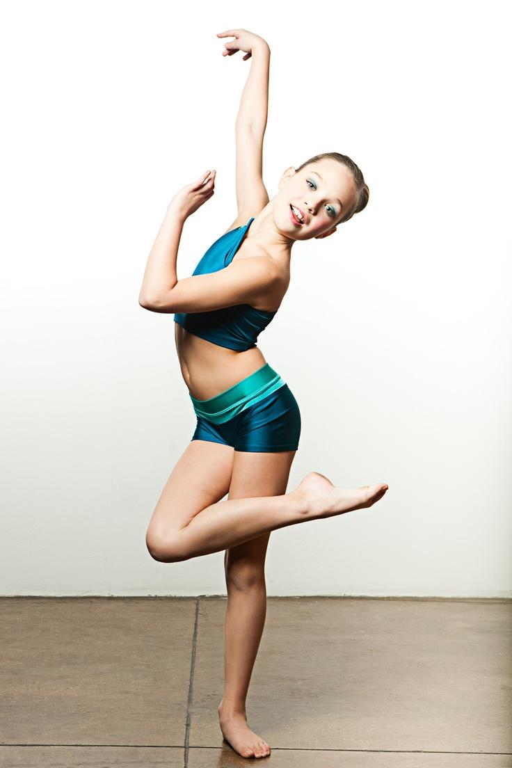 """もうチェック済?2014年大ヒット曲""""Chandelier""""ですごいダンスを披露したキッズダンサーMaddie Ziegler。"""