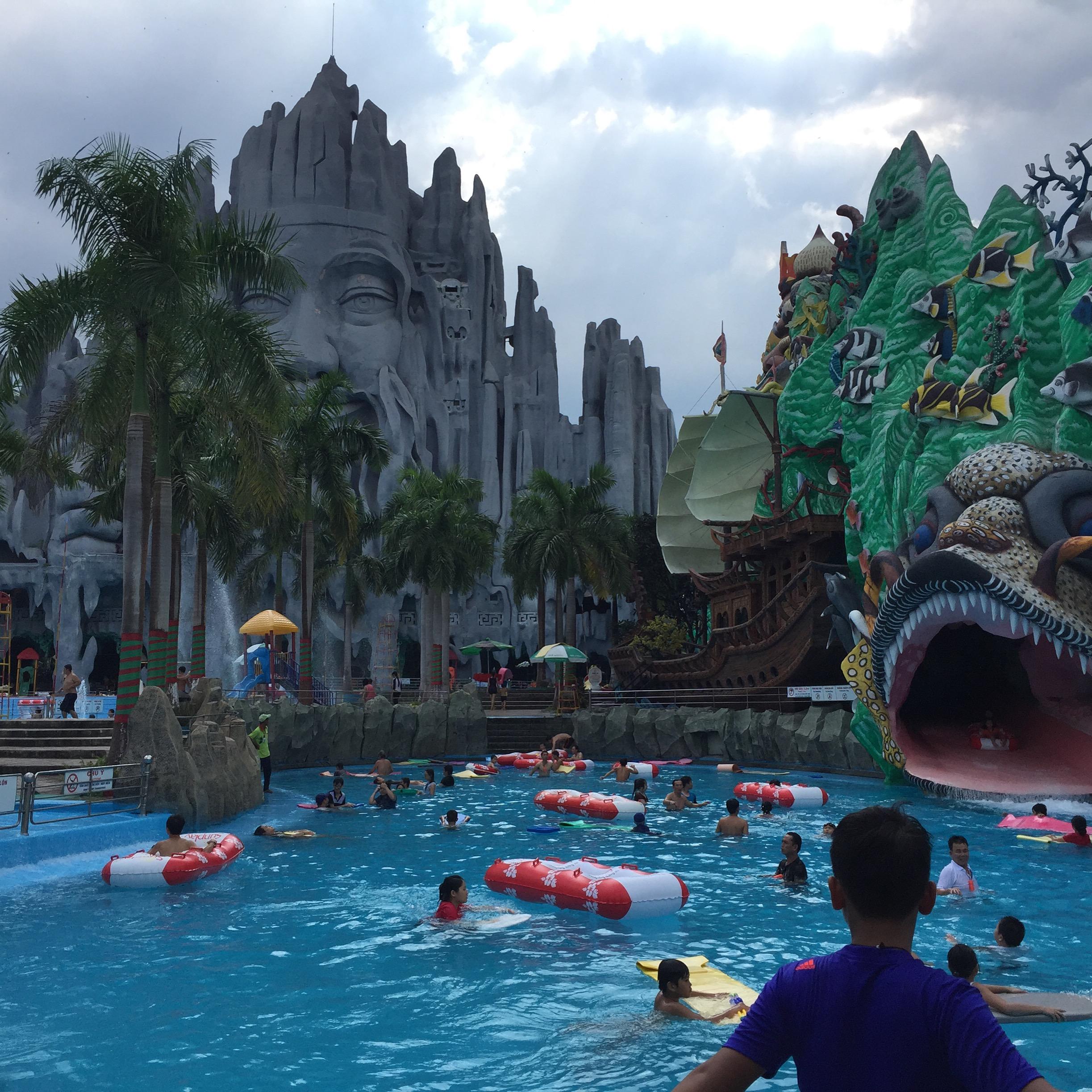 奇怪な遊園地ベトナムのスイティンパークをレポート!!@  it_s_you_