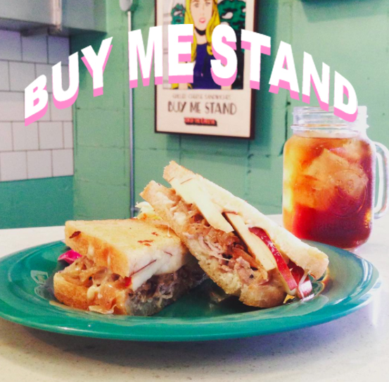 焼きフルーツとジューシーなお肉の入ったサンドイッチがおいしい♡BUY ME STANDが必見@it_s_you_