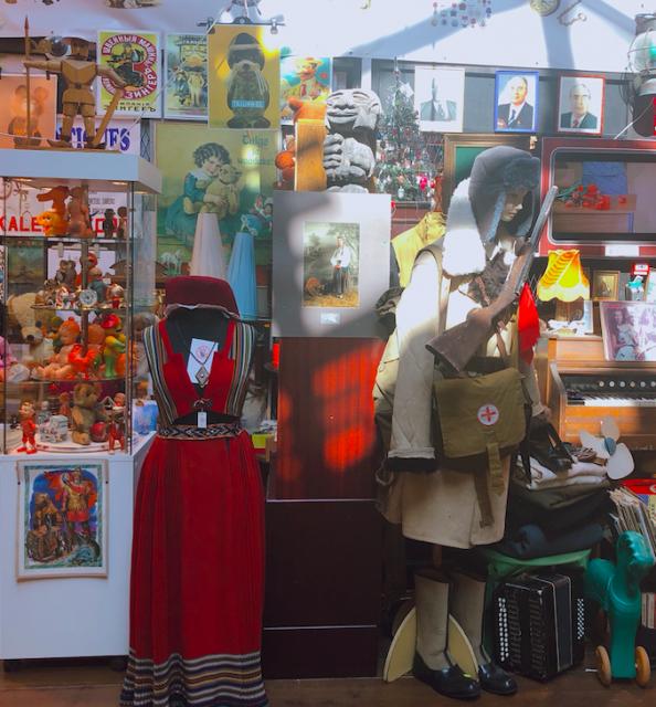 タリンのアンティークショップではこんな感じのおもちゃがわりと安く買えます #エストニア #バルト三国
