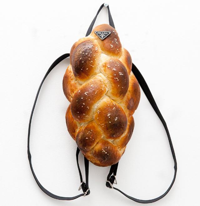 ハイブランドをイメージした本物のパンの様なバッグ