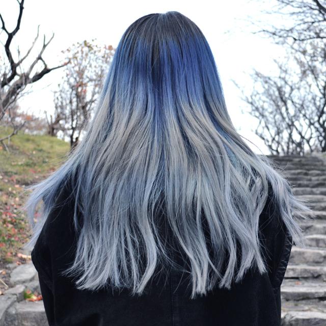 光の反射で色の変化を楽しむグレーヘア #Winterhair  #Grayhair