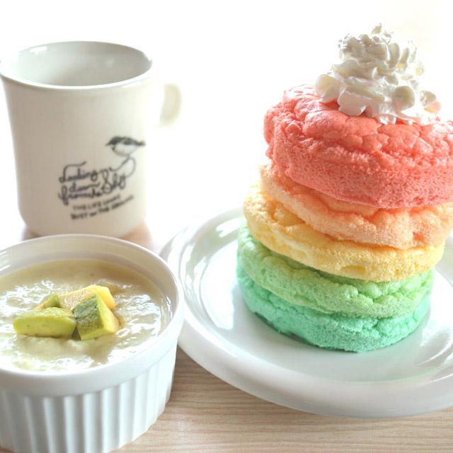 レインボーパンケーキとアボカドポタージュ。鮮やかなランチを自宅で。#pancake #avocado
