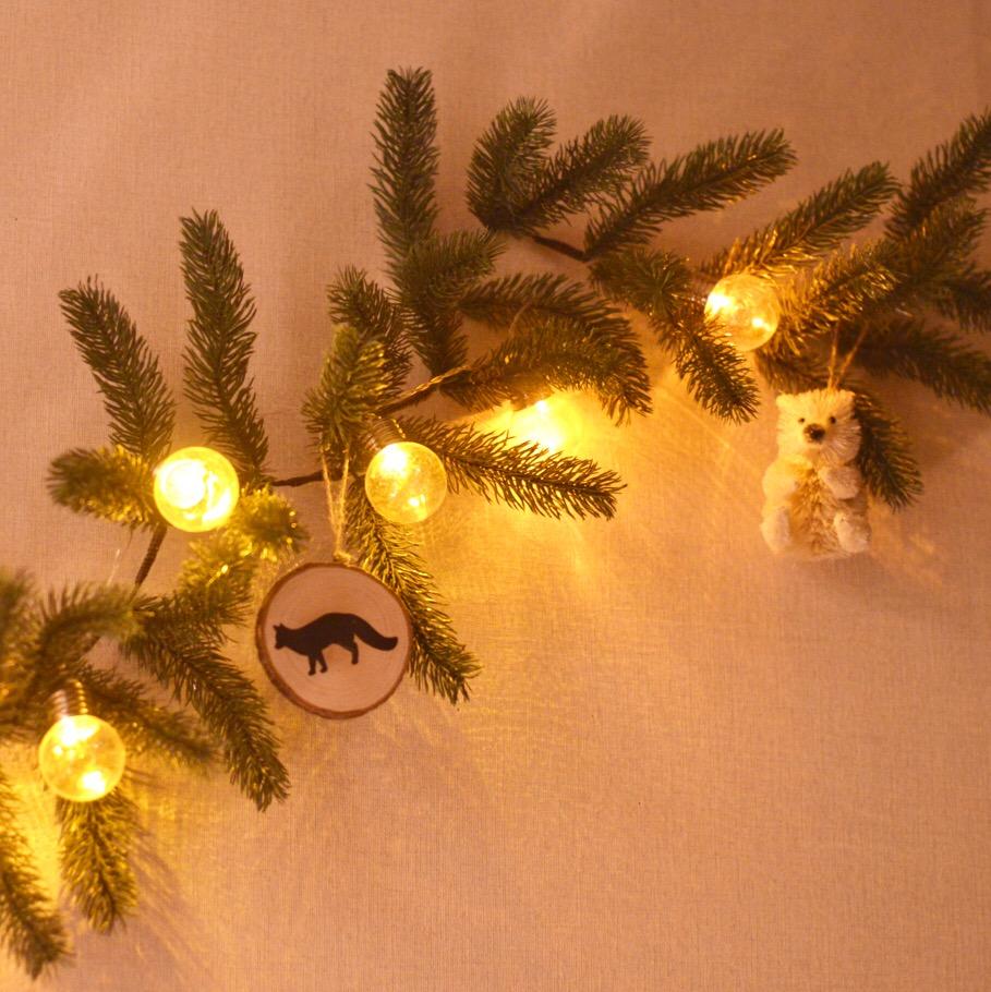 ウォールクリスマスツリーのすすめ。狭い部屋でも場所をとらないクリスマスツリー
