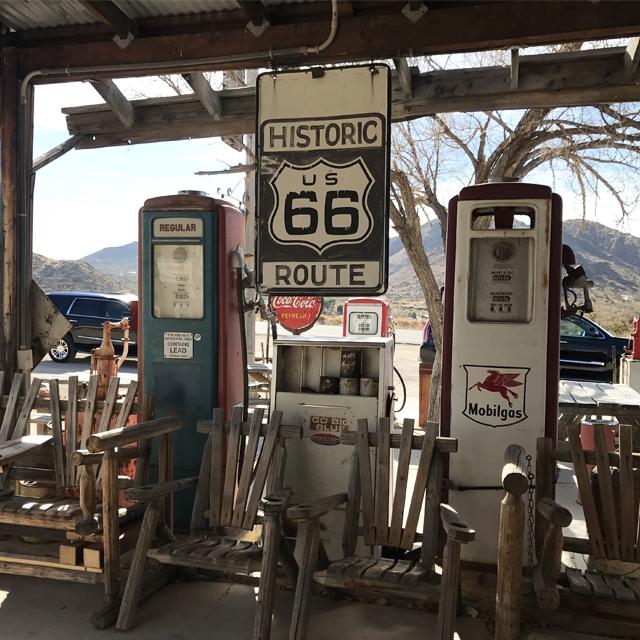 ハイウェイを通らずに旧国道で遠回りして時空の流れを感じてみない? #Route66 #Hackberry #ロードトリップ