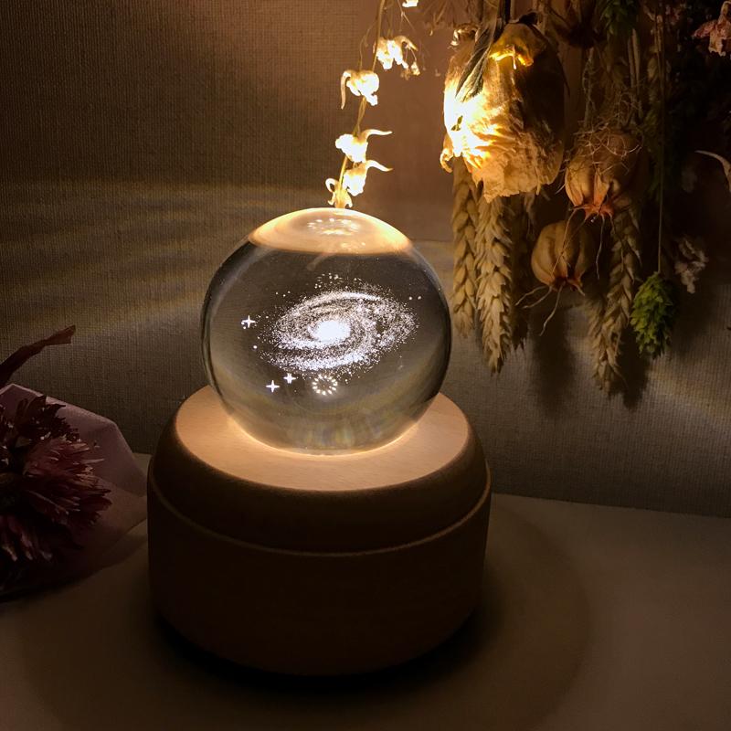 閉じ込められた銀河。神秘的な明かりを灯すシャインボール #ランプ #オルゴール