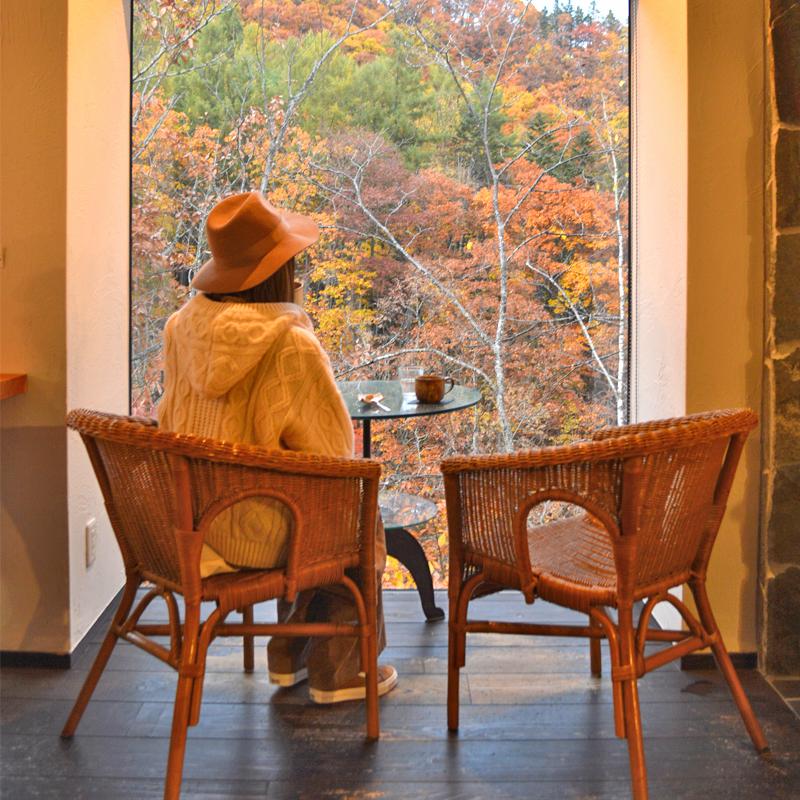 目前に広がる四季折々の絶景!崖の上に建つカフェ #北海道 #札幌