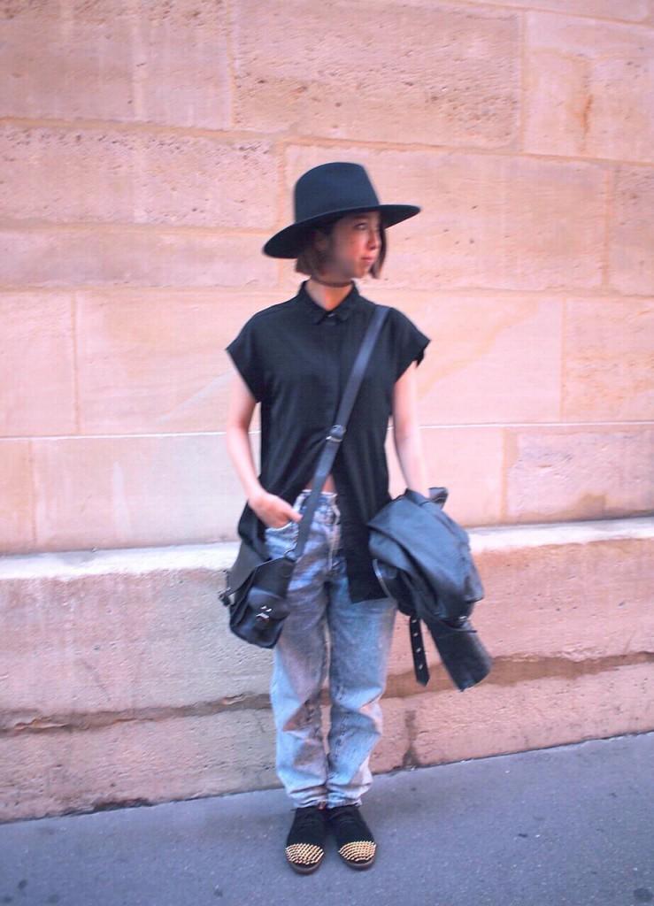 #OOTD in Paris:シャツのボタンを途中までとめてヘソだしルックに挑戦すべし!