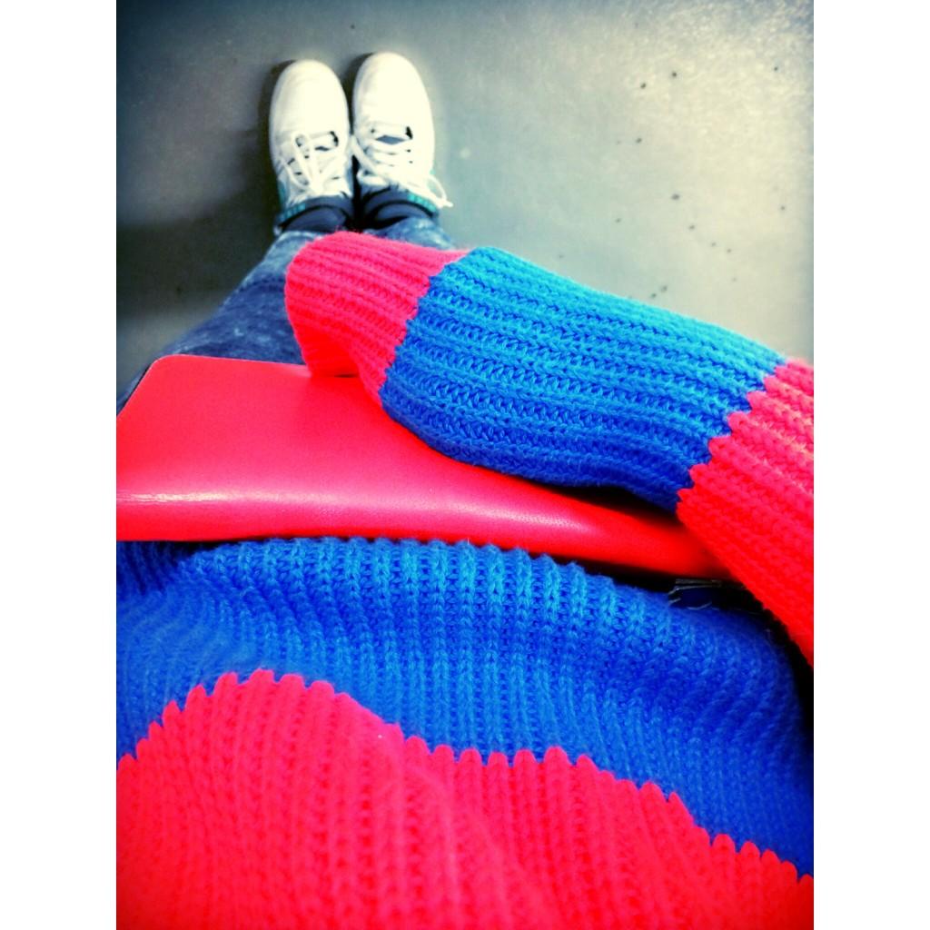 ニット×Tシャツのレイヤードで秋冬こそネオンカラーを楽しんで! #COMMEdesGARÇONS #LACOSTE