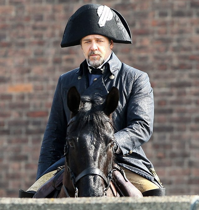 first-look-at-russell-crowe-as-javert-on-les-miserables-set