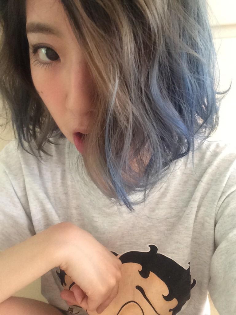 毎度恒例の髪色の変化レポート、今回も #無加工 の写真でお送りします♡ ー #BLUEHAIR 編ー