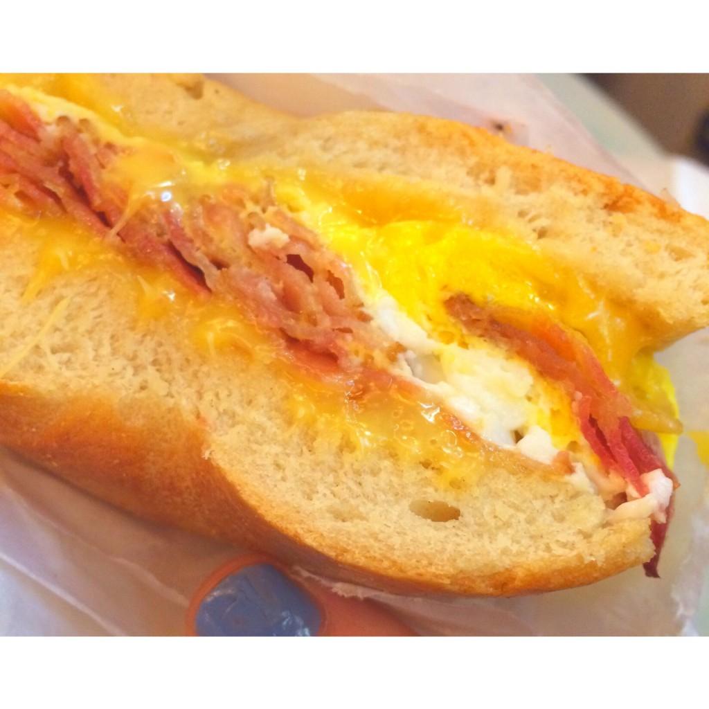 """NYで人気No.1のパン屋さんとウワサの """"Ess-a-Bagel"""" ♡ トロトロチーズのベーグルに感動。"""