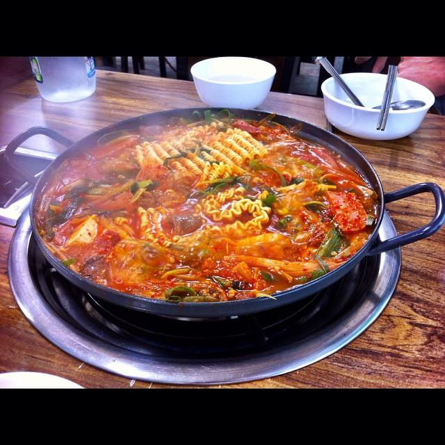 寒い季節にピッタリな韓国料理、「ブデチゲ」に夢中。 #Koreanfood #부대찌개