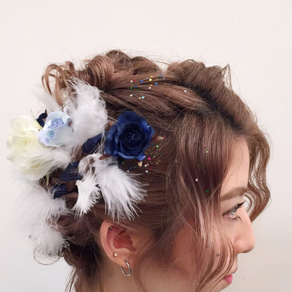 "#JapaneseCulture "" #HAKAMA (袴) "" × 和装負けしない羽を使ったエンジェルヘアアレンジ♡ #HairStyle"