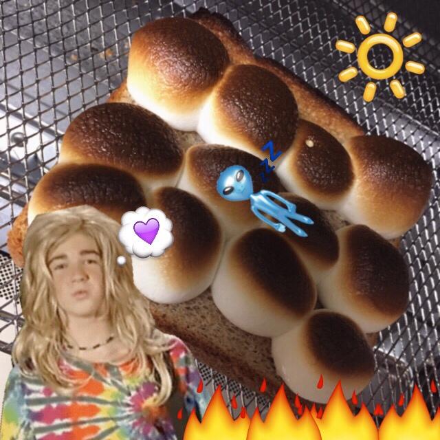 明日の朝のお供にいかが♡?マシュマロをこんがり焼いてつくる簡単 #SMORE トースト! #breakfast