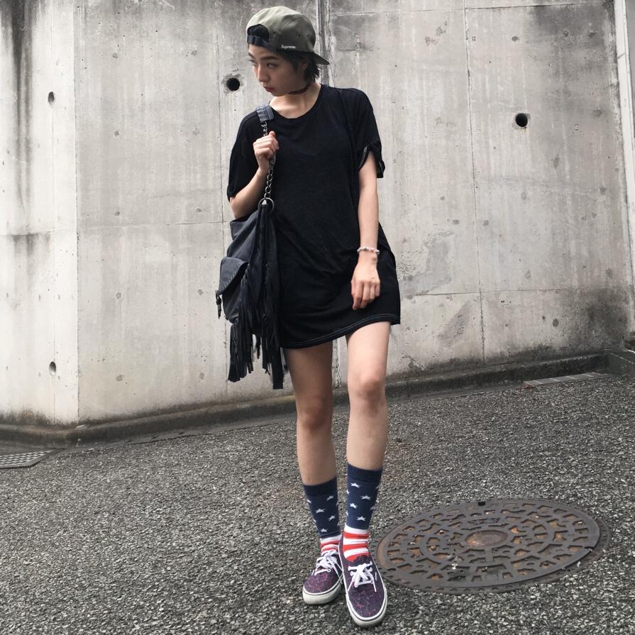 メンズサイズのTシャツはワンピーススタイルに♡ #supreme #campcap