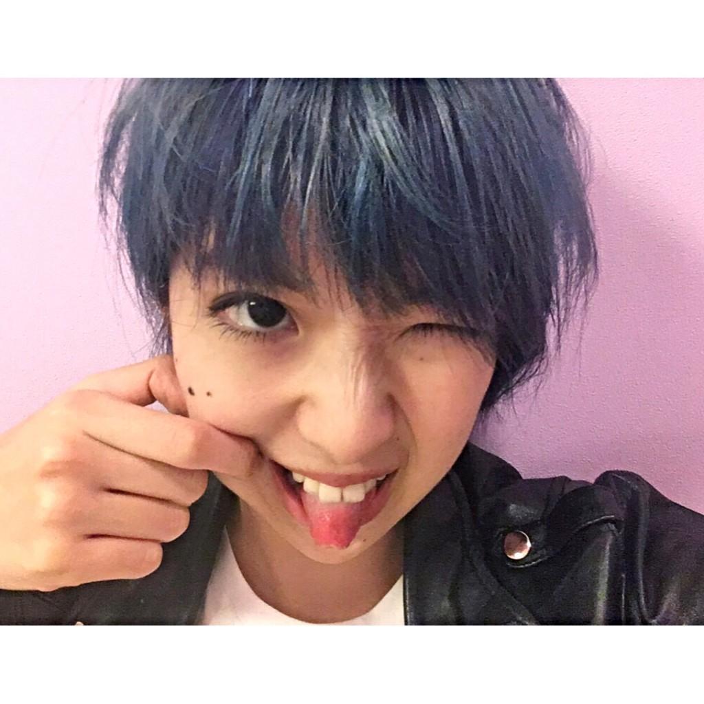秋のイメチェン!2つのBLUEのツートーンカラー × ショートヘア × バッサリ前髪をカット♡ #dyehair #hairstyle