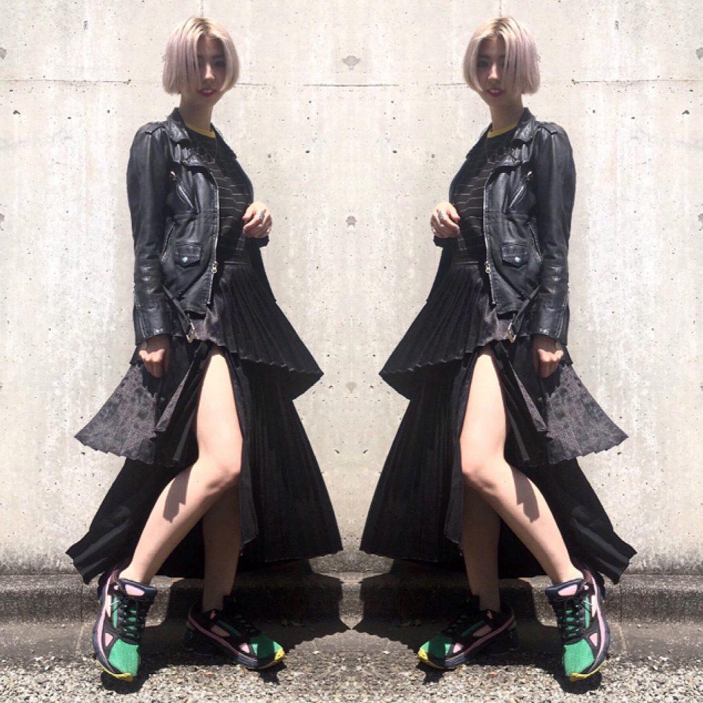 LONDON発のitブランド #SisterJane に注目。大胆なスリット×プリーツロングスカート、どう着る?♡ #OOTD4NYLONJP