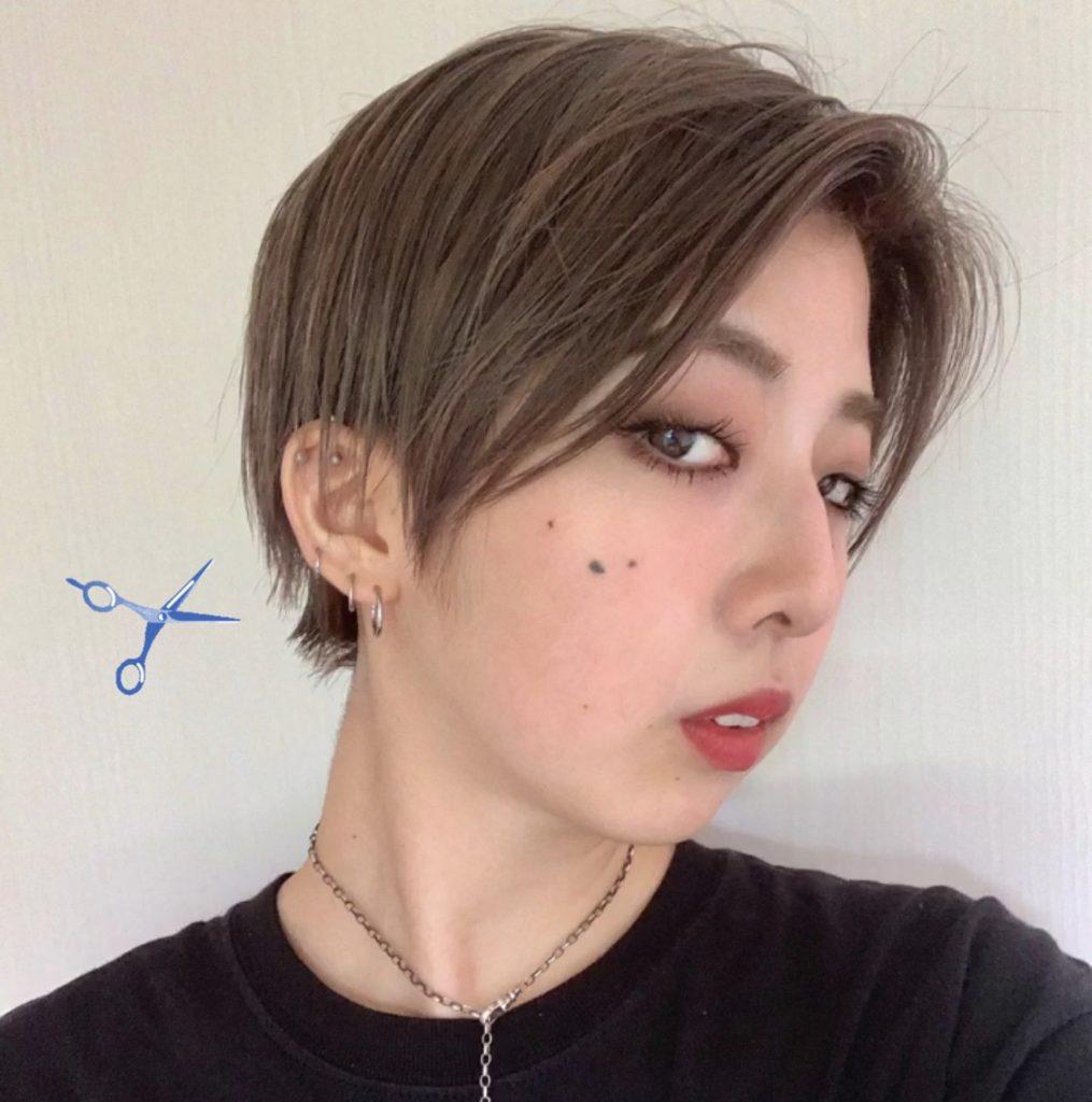 夏のショートヘア2パターン♡後ろのまるみを残す #ハンサムショート か、長さを揃えた重めのカットかで、雰囲気は大きく変わります。 #HAIRSTYLE