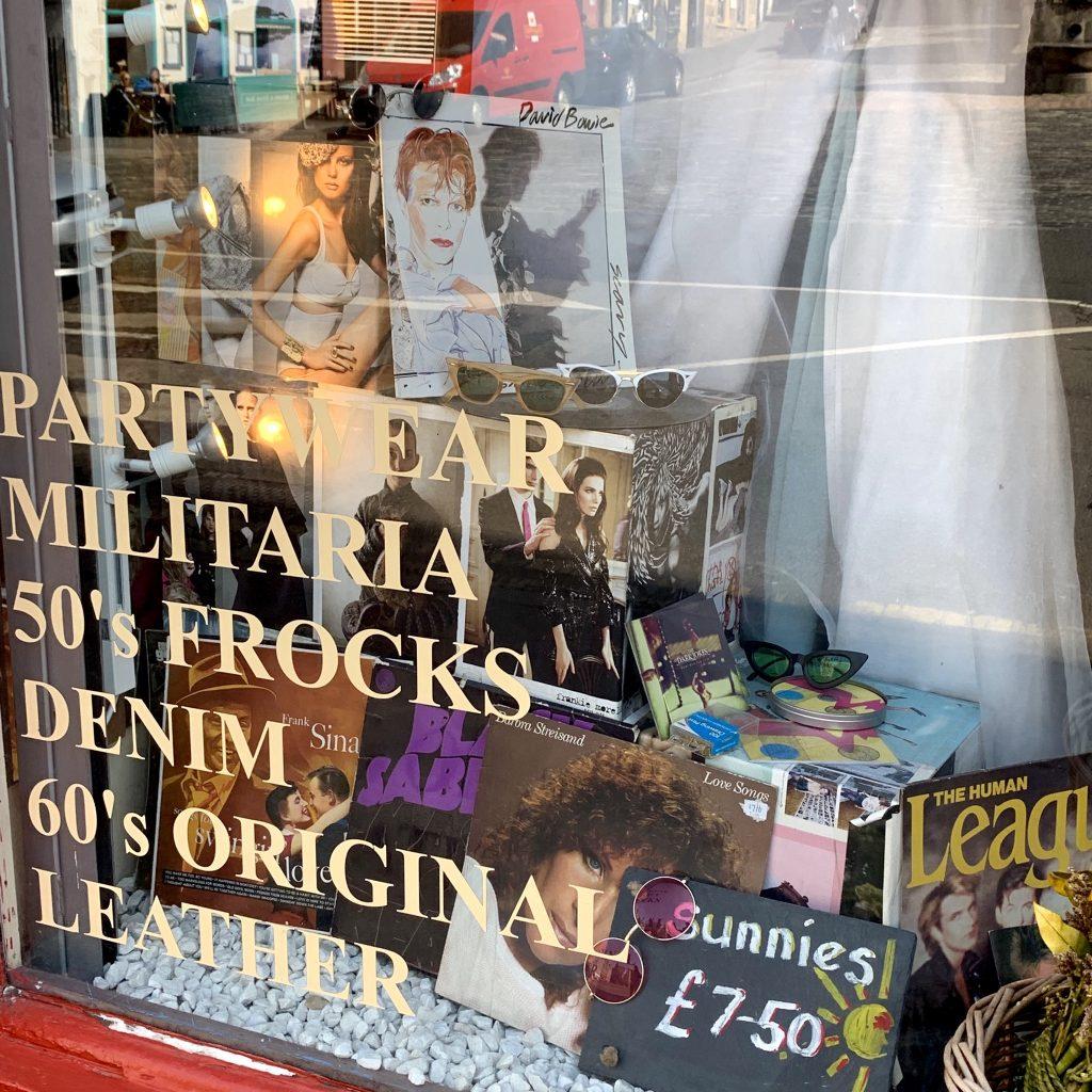 #LONDON より  #EDINBURGH でヴィンテージ系のアイテムをショッピングするのがオススメの理由♡ #FASHION
