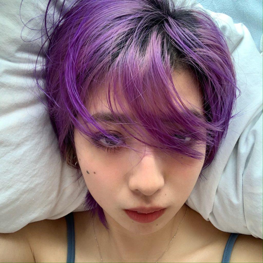 #MANICPANIC を使って自宅で髪をパープルに!美容院に行けない今こそ、セルフヘアカラーでイメチェンしてみては♡? #HAIRCOLOR #VEGAN