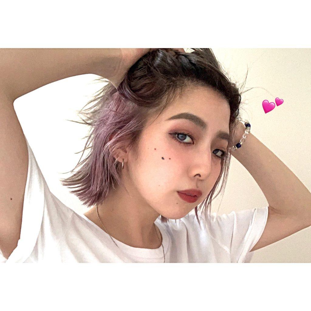 髪が伸びてきたからこそできる GRAY×PINKのツートーンカラーで巻き髪&ヘアアレンジを楽しむ。 #haircolor