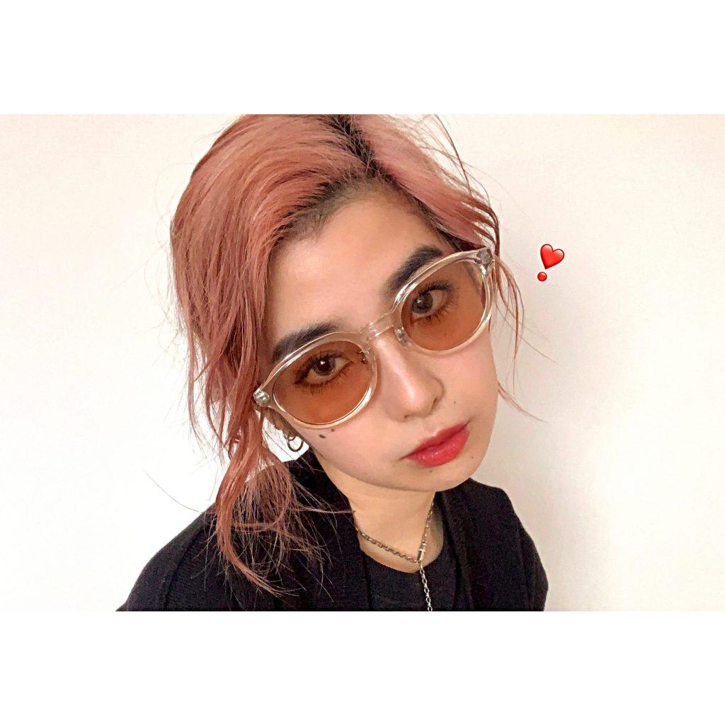 夜かけても自然な薄いカラーレンズのサングラスを #金子眼鏡 でGET♡ ーストリート系なら○○色、こなれ感を出すなら○○色ー