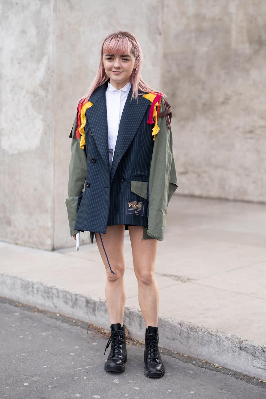 ストライプ柄とミリタリージャケットがドッキングしたデザインは存在感抜群! ジャケットをメインにしたコーディネイトにしてグッドガールな雰囲気のシャツスタイルに変化を出して。