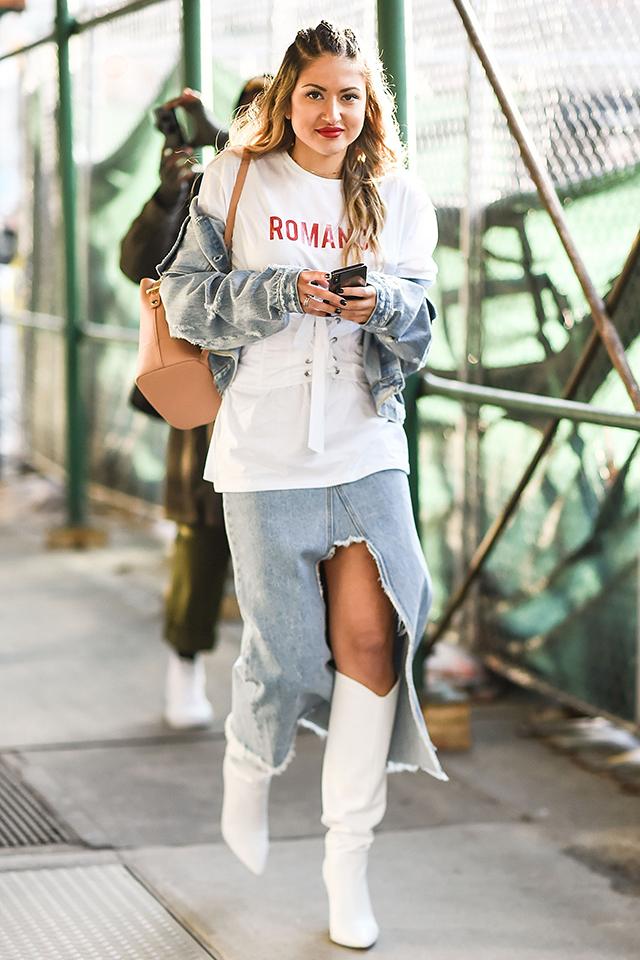 デニムはトレンドに左右されない定番のアイテム。その中でも、ロングスカート×Gジャンなら、新鮮なコーディネイトが楽しめる。ホワイトカラーのロングブーツとの合わせ方もおしゃれ♪