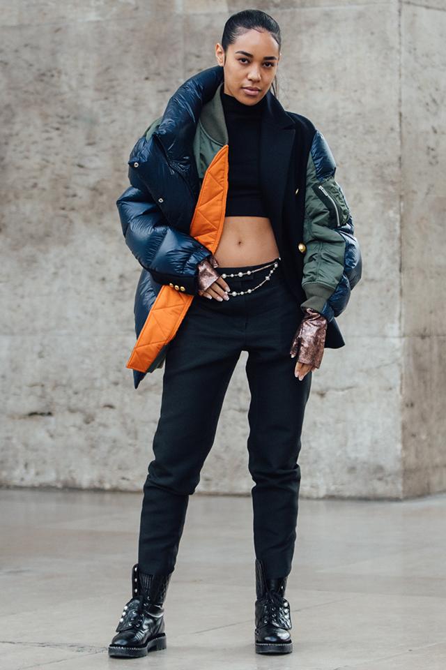 ダウンジャケットとMA-1のレイヤードスタイル。どちらも定番アウターだけど、組み合わせることで新鮮なコーディネイトに! ストリート感あるブラックスタイルにさらっと取り入れたい。
