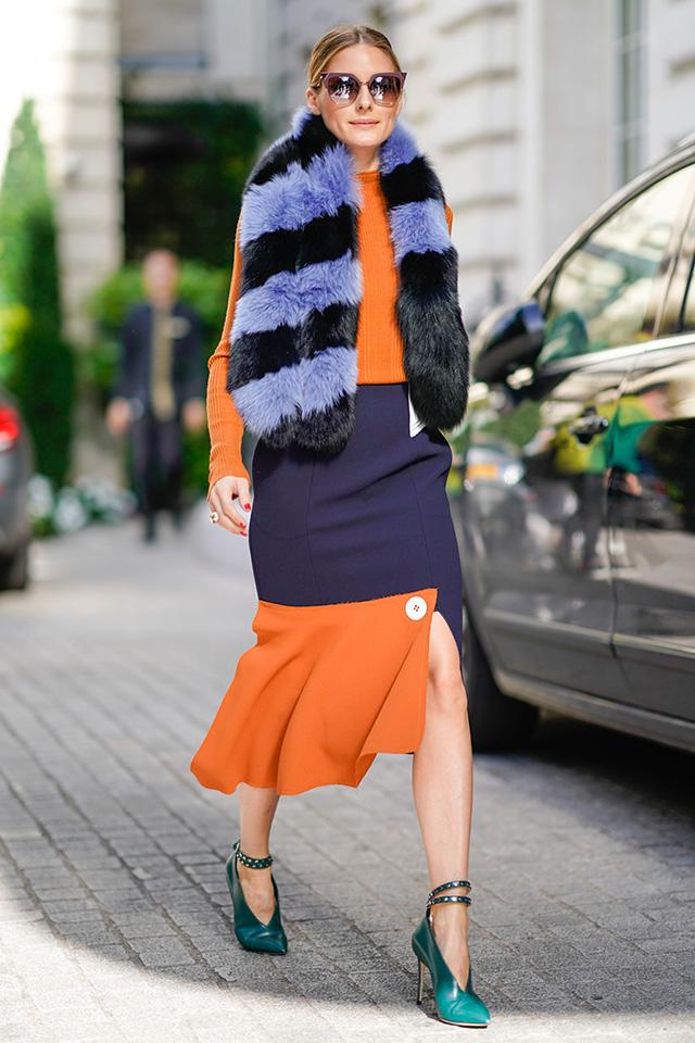 いつも洗練されたスタイルを披露しているオリヴィア・パレルモは、ボーダー柄のファーマフラーを愛用。カラーブロッキングのコーディネイトに変化をつけてくれる。さすがおしゃれ上級者の取り入れ方♪