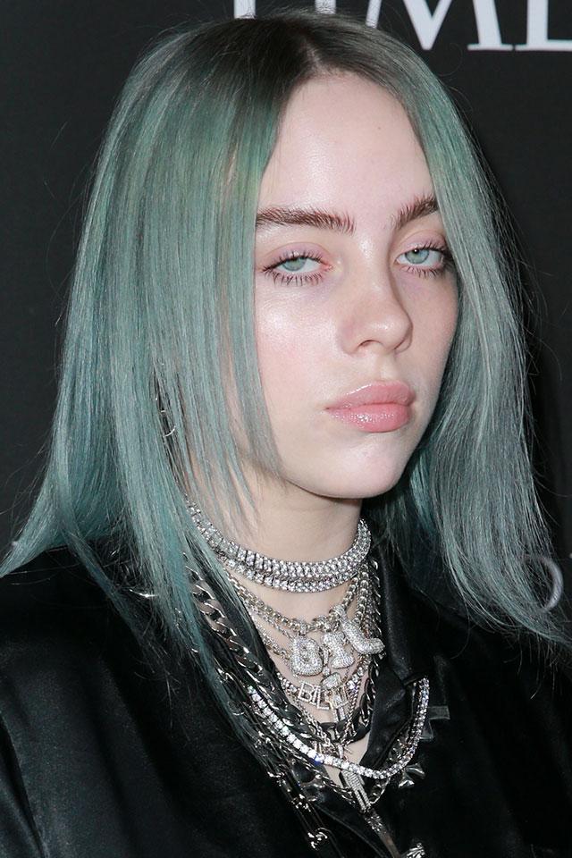 ハイトーンカラーは印象がガラッと変わるから思い切り遊んでみるのもあり! 目の色に合わせたヘアカラーはおしゃれ指数も高め。よく取り入れるアイシャドウの色な身近になる色とリンクさせるのもGOOD♪