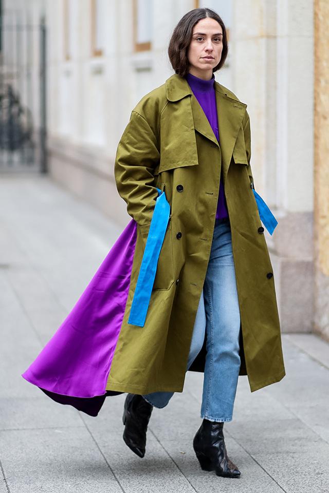 思い切ってカラーブロックなデザインを選ぶのもあり! ベーシックなデニムスタイルに羽織るだけで、モードな雰囲気がまとえる。フロントとバックで違った印象を演出できるのもグッド◎