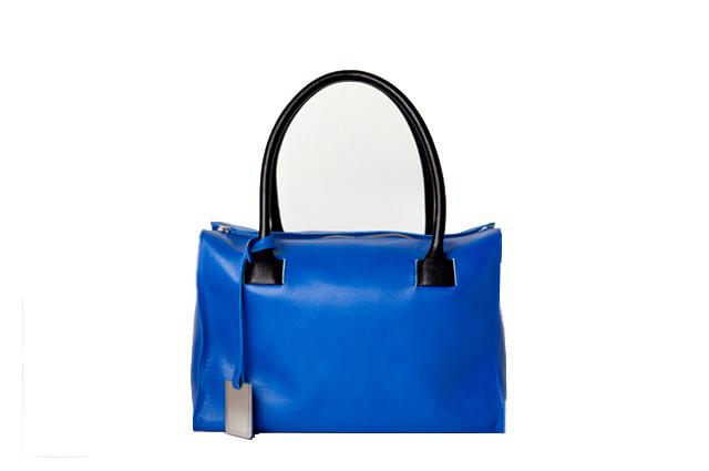 冬の特別なシーンに相応しい ck Calvin Kleinのアルティテュード・ブルー