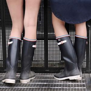 MAISON KITSUNÉ×AIGLEのレインウェアで梅雨をノックアウト!