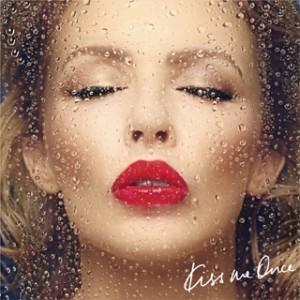 ゴージャスでキッチュな美貌は健在! ポップ・プリンセスKylie Minogue、27年目の冒険