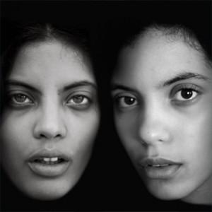 Buena Vista Social Clubの血を引く双子姉妹デュオ、Ibeyiのミステリアスなサウンド