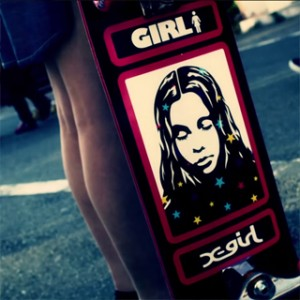 X-girl×GIRL-skateboardsのコラボアイテムが到着!