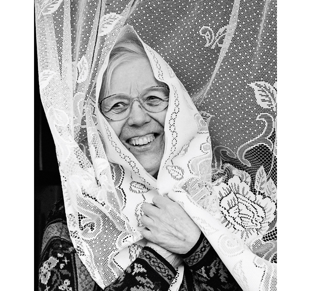70歳でデビュー! アイスランドの「ローファイおばあちゃん」を追った心温まるドキュメンタリー